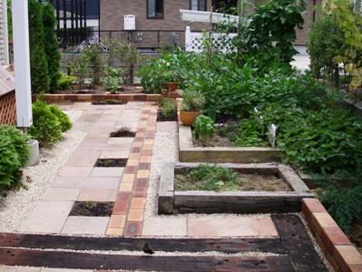 現場のようす/素敵なアプローチの庭