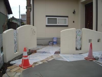 塗り壁の門周り