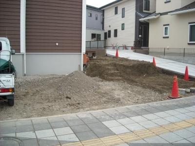新築外構/掘削、砕石敷き作業