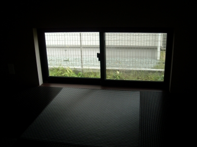 和モダンの庭/和室からの眺め