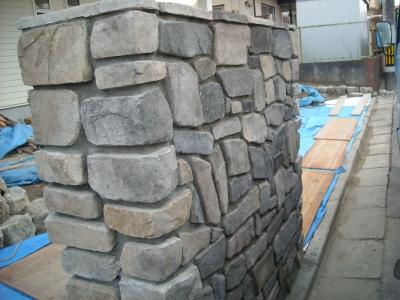 迫力の門壁