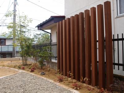 ハードウッドの木列柱