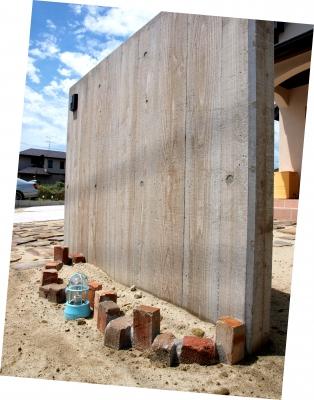 木目模様のRC門柱
