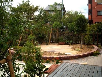 宮城県岩沼市/テラスから見たお庭/エクステリア&ガーデンのジーランド
