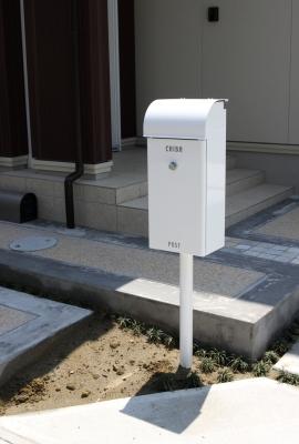 宮城県富谷町/すっきりしたデザインのポスト/ガーデン&エクステリアのジーランド