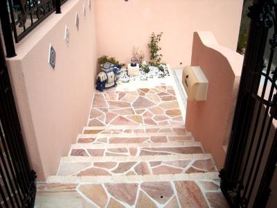宮城県富谷町/乱形石張りの階段/エクステリア&ガーデンのジーランド
