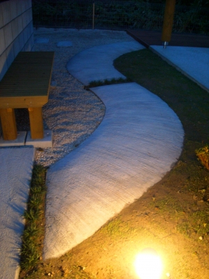 宮城県仙台市/夜に見るアプローチ/エクステリア&ガーデンのジーランド