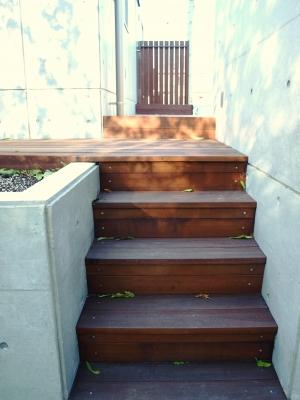 宮城県仙台市/ウリンで演出した階段/エクステリア&ガーデンのジーランド