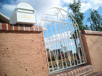 宮城県大和町/特注白塗りのゲート/エクステリア&ガーデンのジーランド