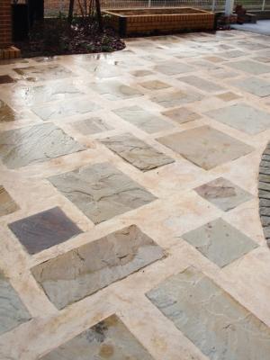 宮城県仙台市/目地をたっぷり取った石貼りスペース/エクステリア&ガーデンのジーランド