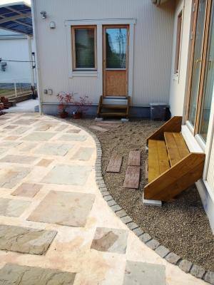 宮城県仙台市/お庭へ降りるステップ/エクステリア&ガーデンのジーランド