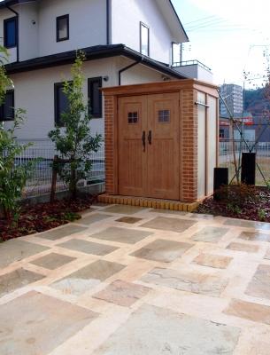 宮城県仙台市/カンナがさらにフレンチな雰囲気を増す/エクステリア&ガーデンのジーランド