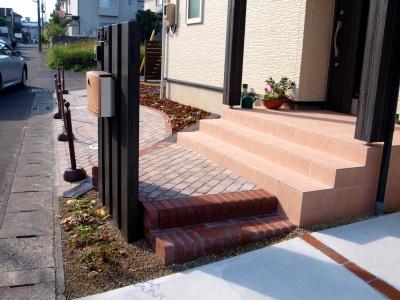 宮城県仙台市/階段はD型レンガ/エクステリア&ガーデンのジーランド