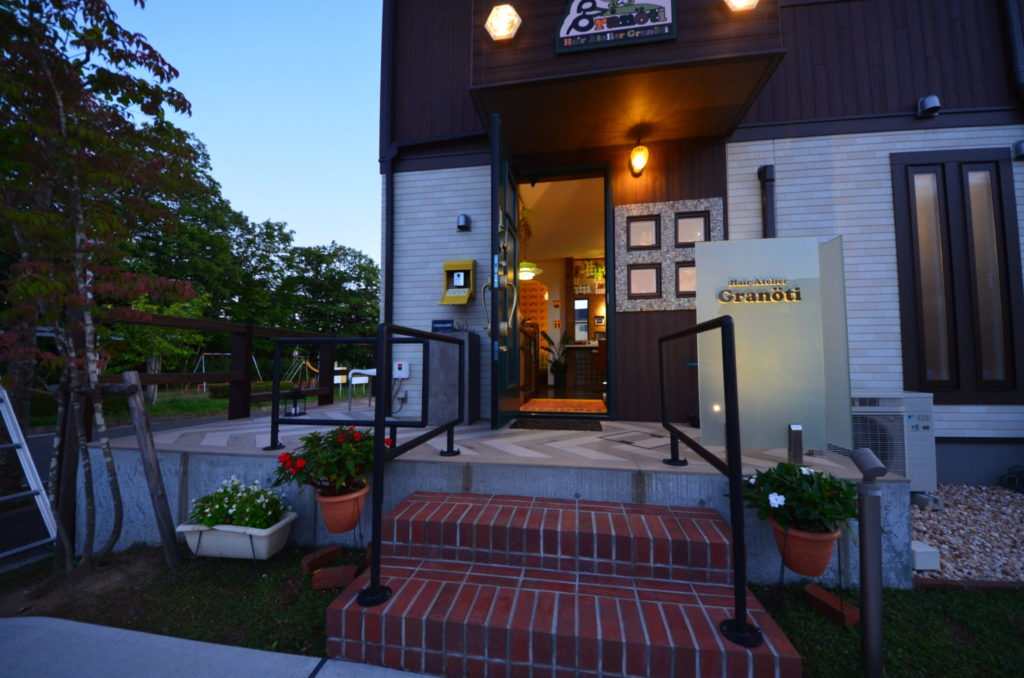 おしゃれなヘアサロン グランティ レンガ造りの階段 外構工事設計施工:宮城県仙台市ジーランド